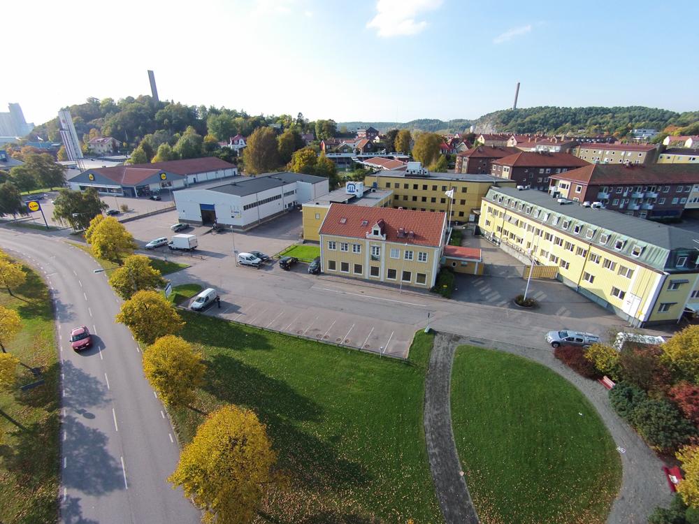 Till vänster i bild ser ni Uddevalla Brandstation och Lidl