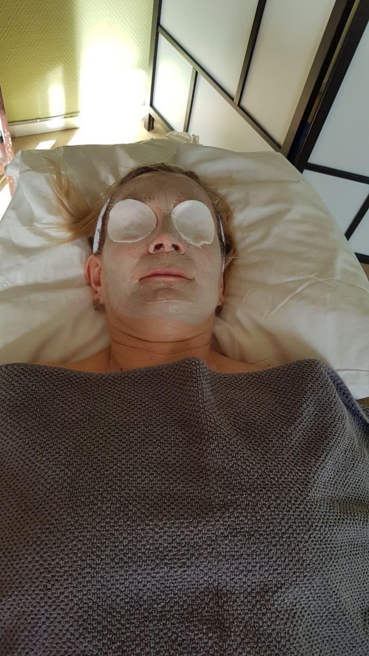 Ansiktsbehandling Gemstone